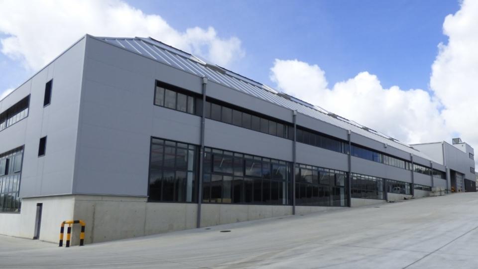 Nave de Producción y Oficinas para Fabricación y Almacenamiento de Mobiliario en Ordes, A Coruña.